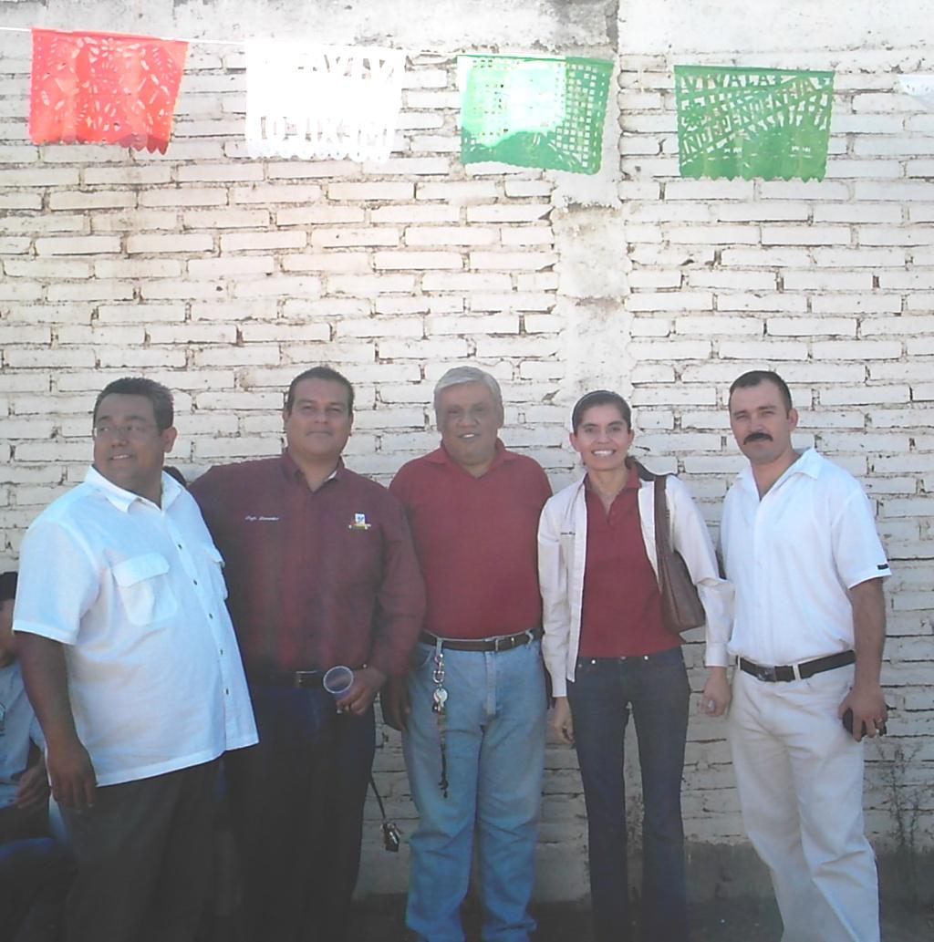 El delegado Municipal, el Director Profr. Bernardino, el Profr. Popoca, YO y el Profe. Freddy